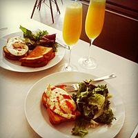 Brunch_orange_juice_toasts_with_eggs